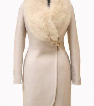 Пальто с отделкой из натурального меха 3 категории